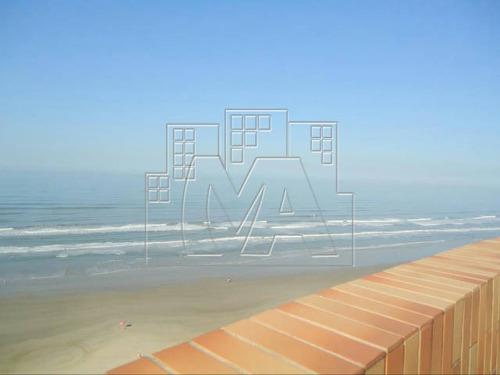 cobertura duplex de frente ao mar localizada na ocian.