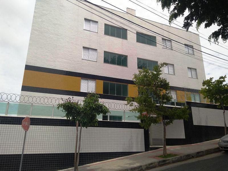 cobertura no bairro santa monica, 1 vaga e prédio 100% revestido. - 2075