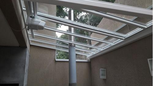 coberturas de policarbonato e vidro.