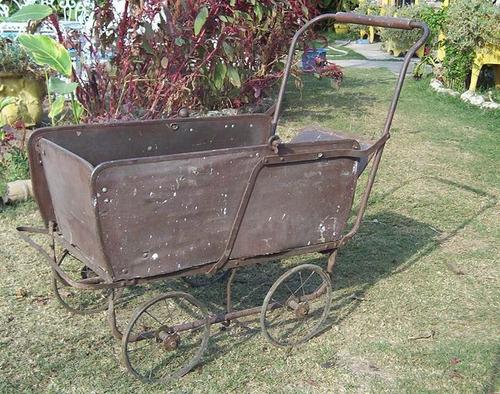 coche antiguo plegable de bebe.