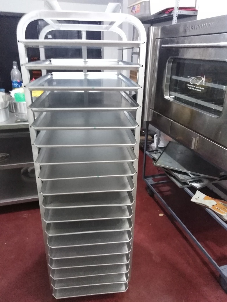 coche con 18 bandejas para panadería