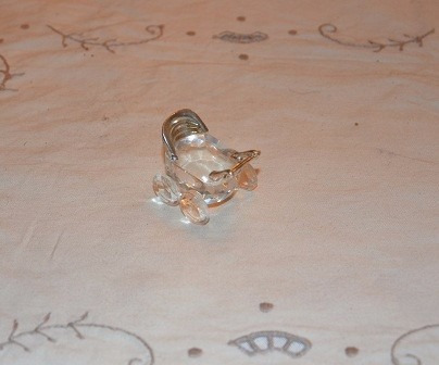 coche de cristal mide 3 cm