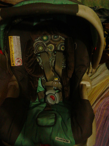 coche y porta bebé graco