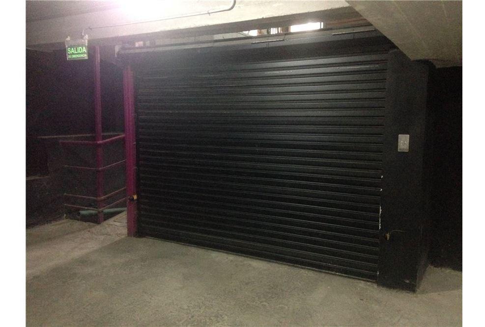 cochera cubierta en la plata portón automático