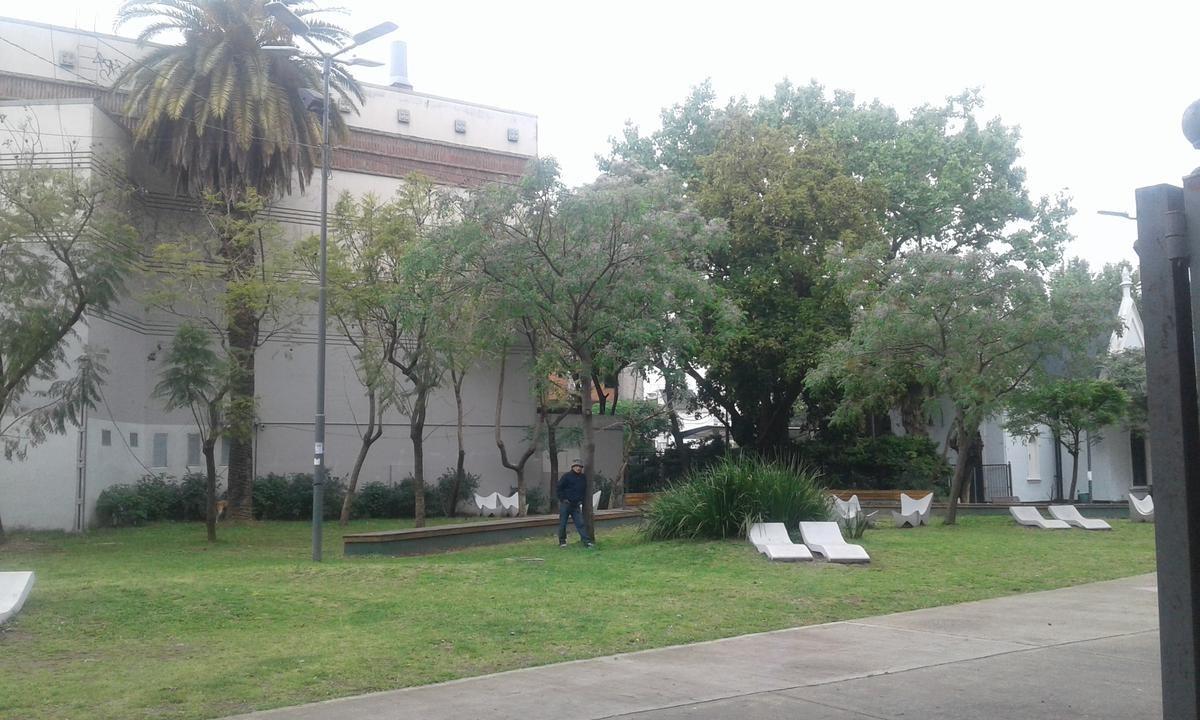 cochera cubierta ubicada en olivos