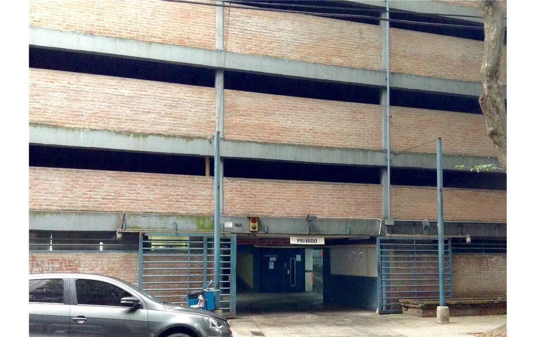 cochera en garaje privado recoleta/barrio norte