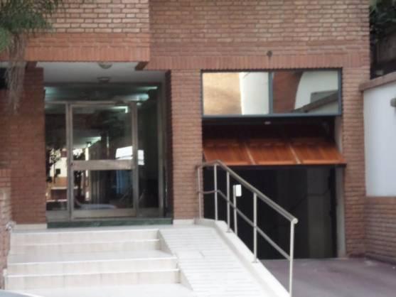 cochera en venta - nueva cordoba sobre la rodeau al 500, 2 nivel subsuelo de edificio escritura
