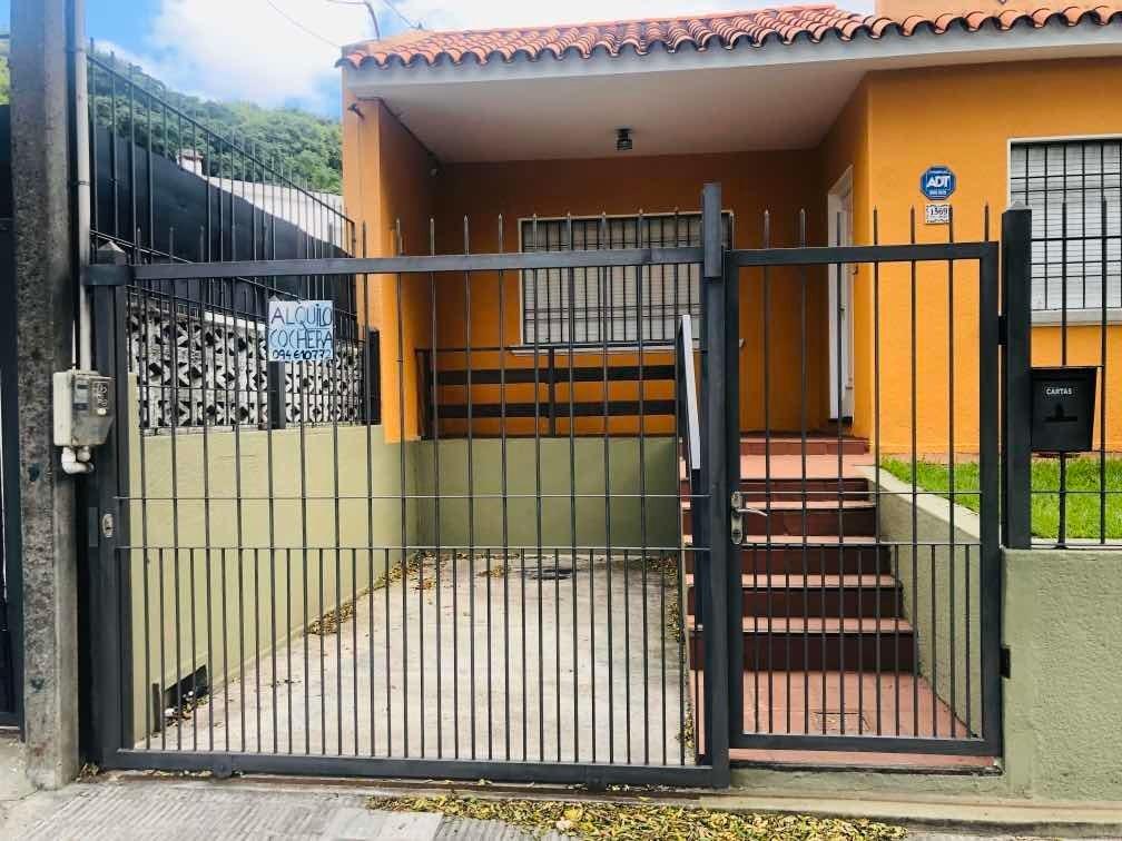 cochera exterior con reja . presidente oribe - barrio buceo