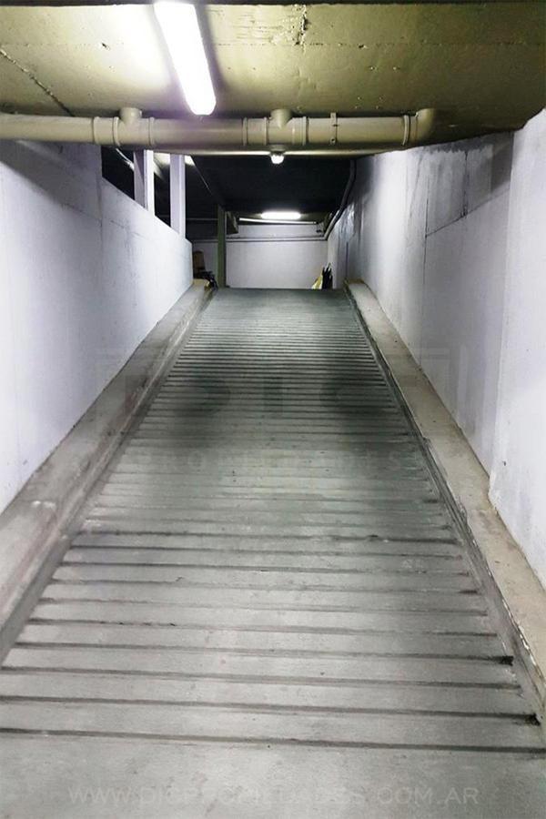 cochera fija cubierta c/acceso por rampa, a 1 cuadra de av. centenario, san isidro