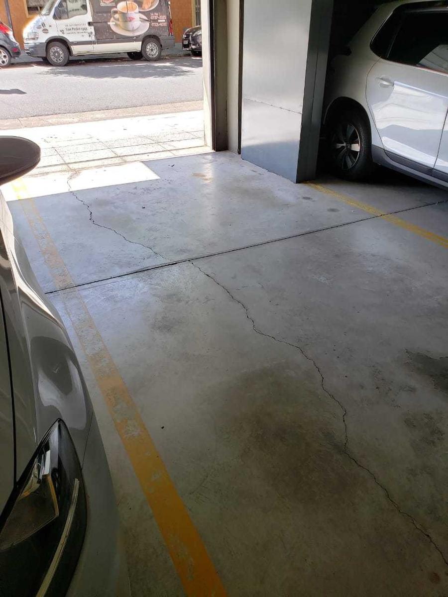 cochera fija cubierta con portón automático