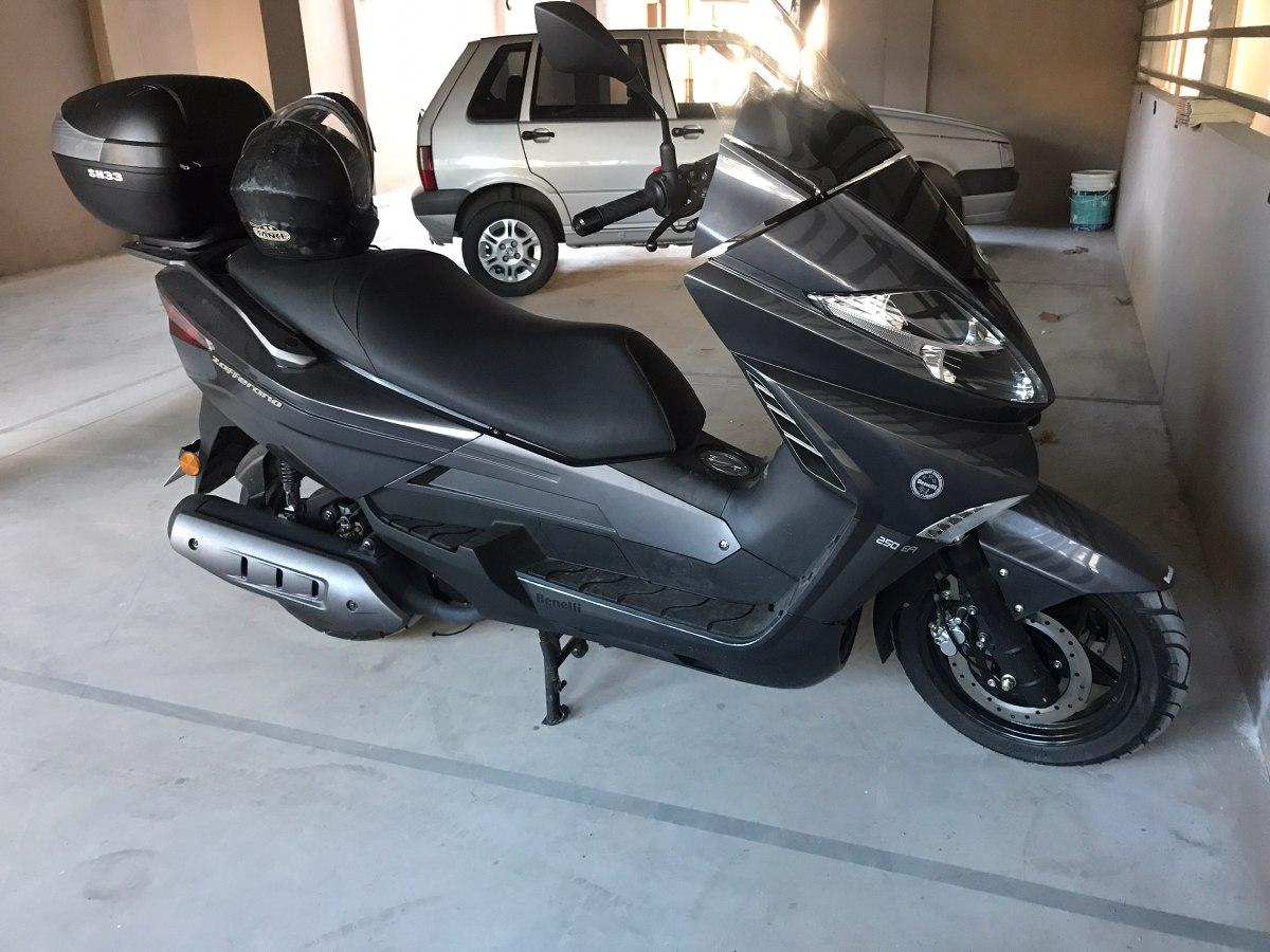 cochera para motos fija y cubierta. en l.zamora centro
