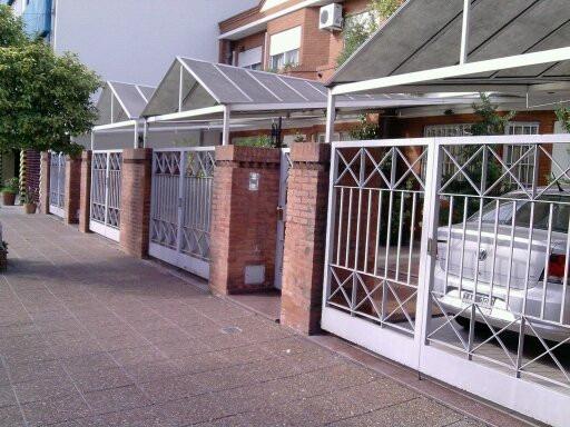 Cocheras antigranizo techos frentes de casas trabajos for Modelos de techos para cocheras