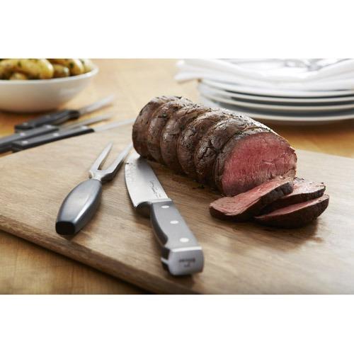 cocina con pieza de cuchillería forjada 2 calphalon talla