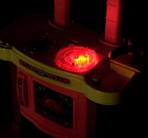 cocina de juguete con vapor luces sonidos accesorios muñeca