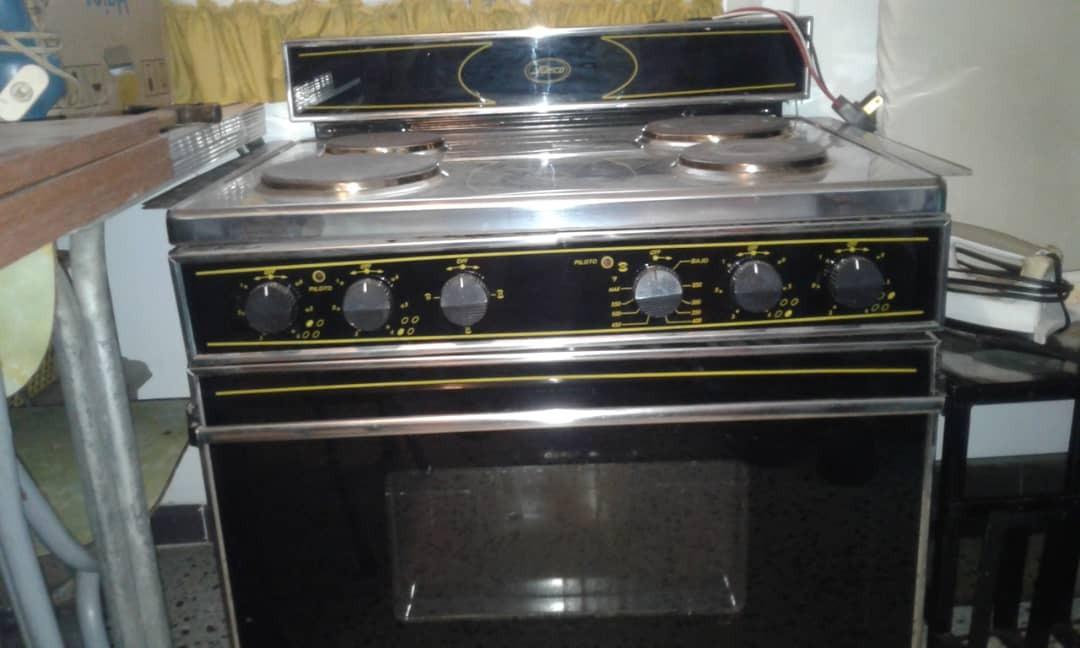 Cocina Electrica 4 Hornillas Horno Marca Sueco V200 Bs
