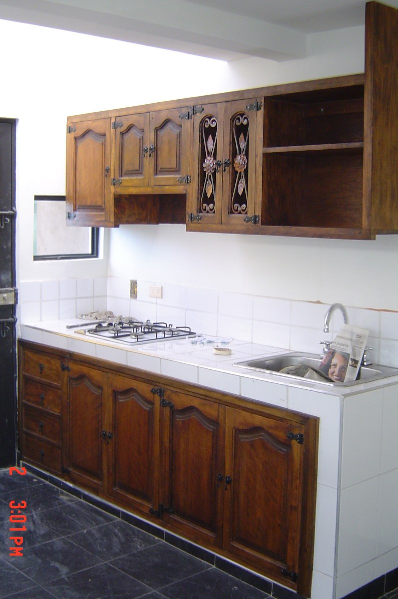 Cocinas closet y puertas r sticos en madera maciza baratos for Puertas para muebles de cocina precios