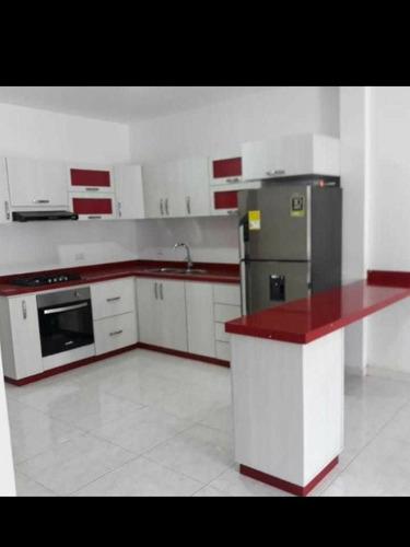 cocinas, closets y baños con superficie en mármol y rh