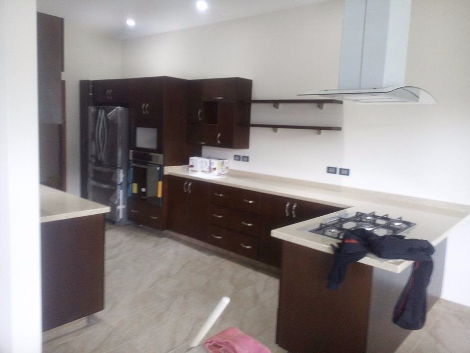 Cocinas integrales gama alta corian granito alto brillo for Cocinas modernas precios
