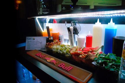cocteles, barras móviles, bartenders, catering, puffs