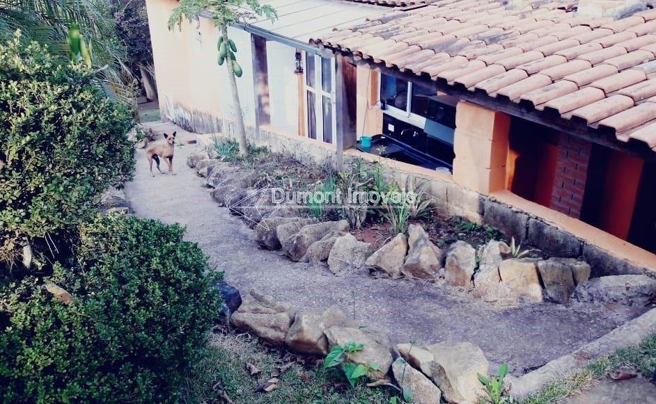 cod.295 ótima chácara com duas casas,área gormet,lugar lindo