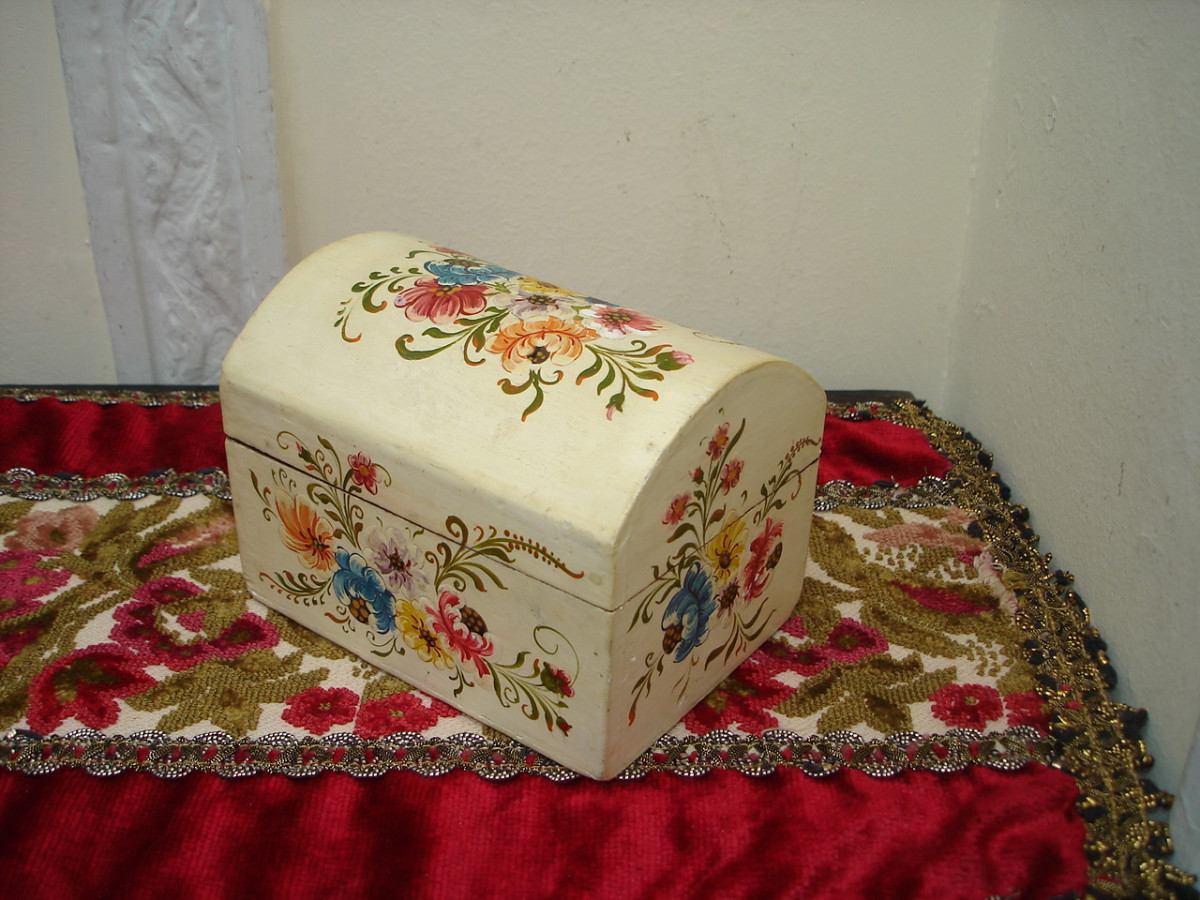 Cofre alajero antiguo en madera pintado a mano vealo 430 00 en mercado libre - Baules pintados a mano ...
