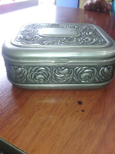 cofre antiguo con baño de plata
