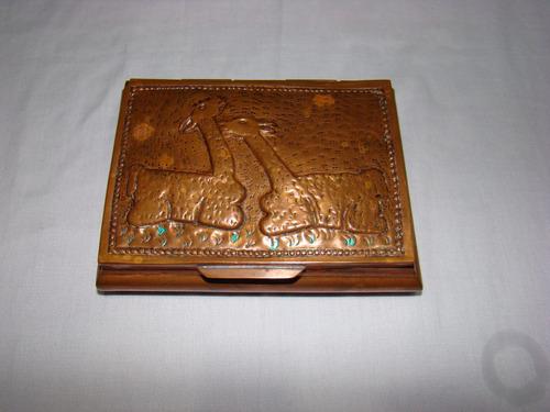 cofre antiguo en cobre