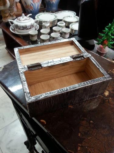 cofre antiguo en madera con recubrimiento en plata hindú