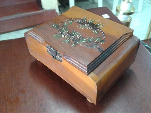 cofre antiguo en madera granadillo hindu