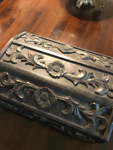 cofre baúl antiguo madera tallada , hermoso