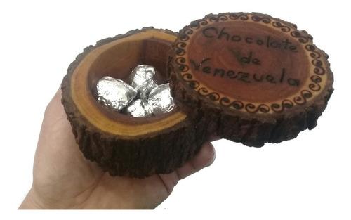 cofre de tronco de madera con 4 bombones chocolate artesania