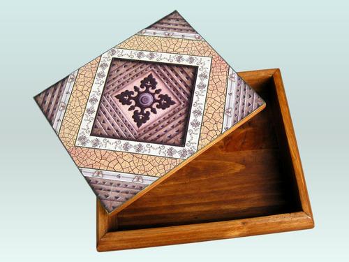 cofre decorativo de madera trabajado a mano en contracolado