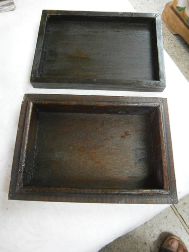 cofre en madera con incrustaciones forma de cruz