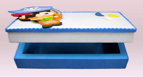 cofre o portalápiz infantil decorado en foamy