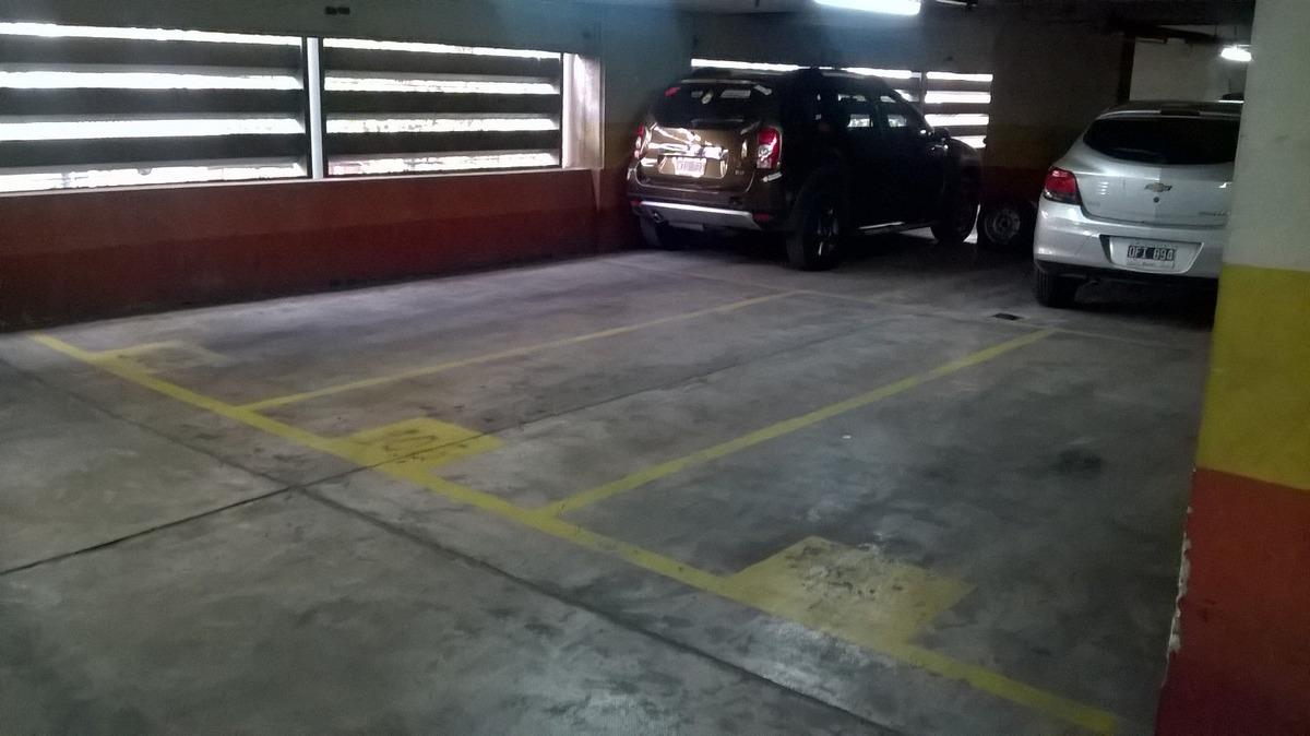 cohera cubierta 2do piso por rampa, excelente. seguridad.