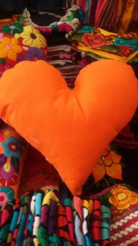 cojin corazon bordado regalo perfecto