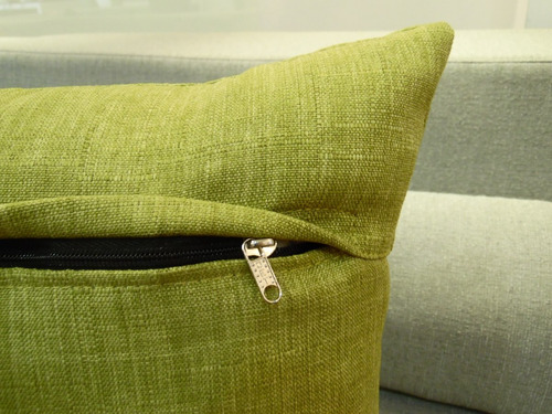 cojín verde entretejído de tela para sofá umberto capozzi