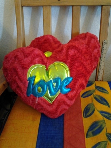 cojines de corazón peluche grabados 40 x 45 cms.