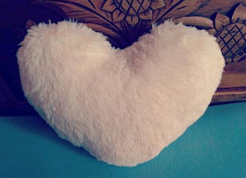 cojines decorativos de peluche corazón 40 cms u otra tela.
