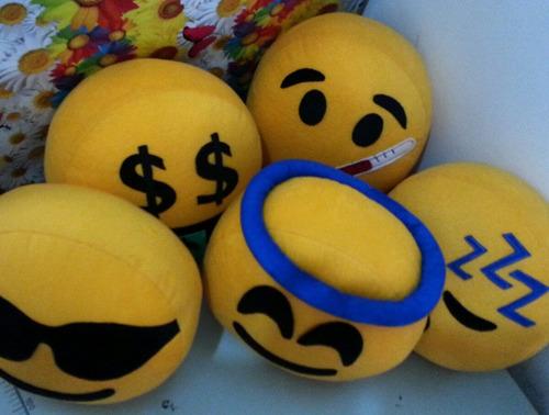 cojines emoji whatsapp flechazo emoticon