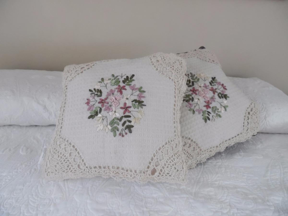 Cojines hechos a mano con bordado de liston y crochet - Fotos de cojines decorativos ...