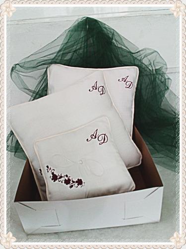 cojines reclinatorio boda personalizados iniciales bordadas