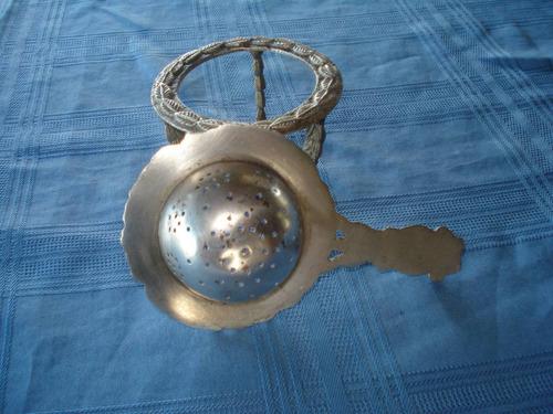 colador té con soporte antiguo baño plata labrado