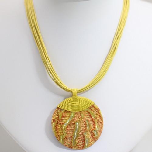 colar amarelo feminino pingente concha do mar