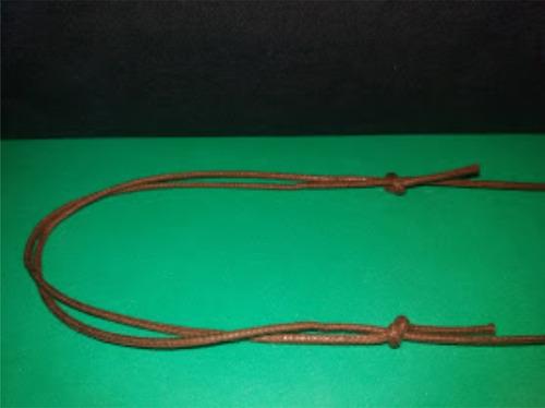 colar arma espada cordão vintage ouro velho geek