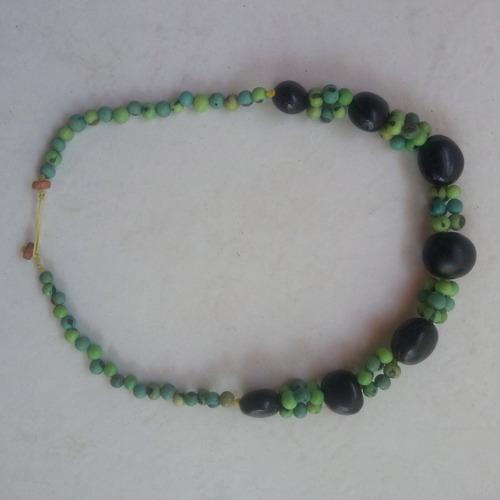 colar artesanal, tipo hippie com sementes olho do boi c 0472