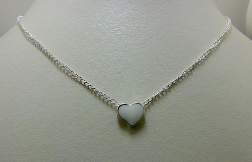 colar banhado a prata esmaltado coração