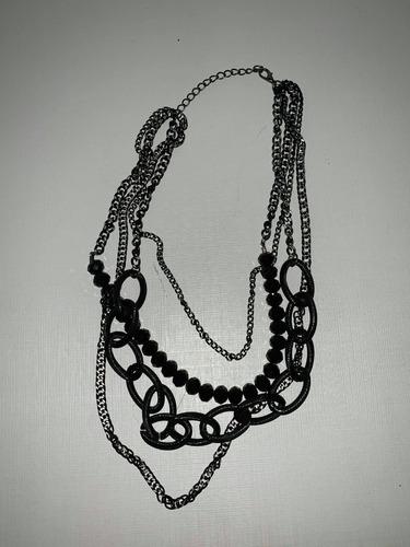 colar com correntes preto