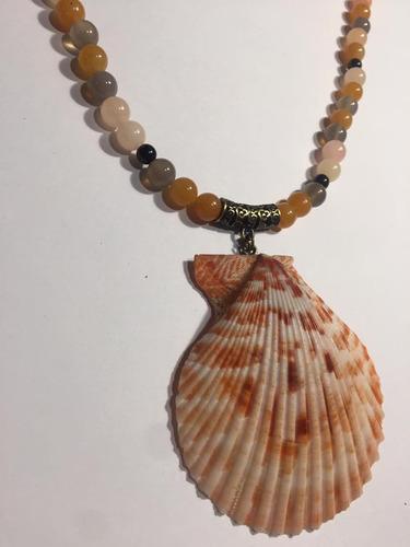 colar com pérolas e pingente de concha natural estilo blog