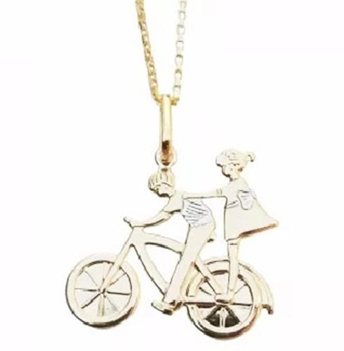 colar cordão casal namorados na bicicleta folheado 18k